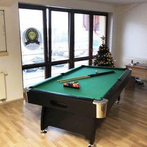 Biliardový stôl v kancelárii